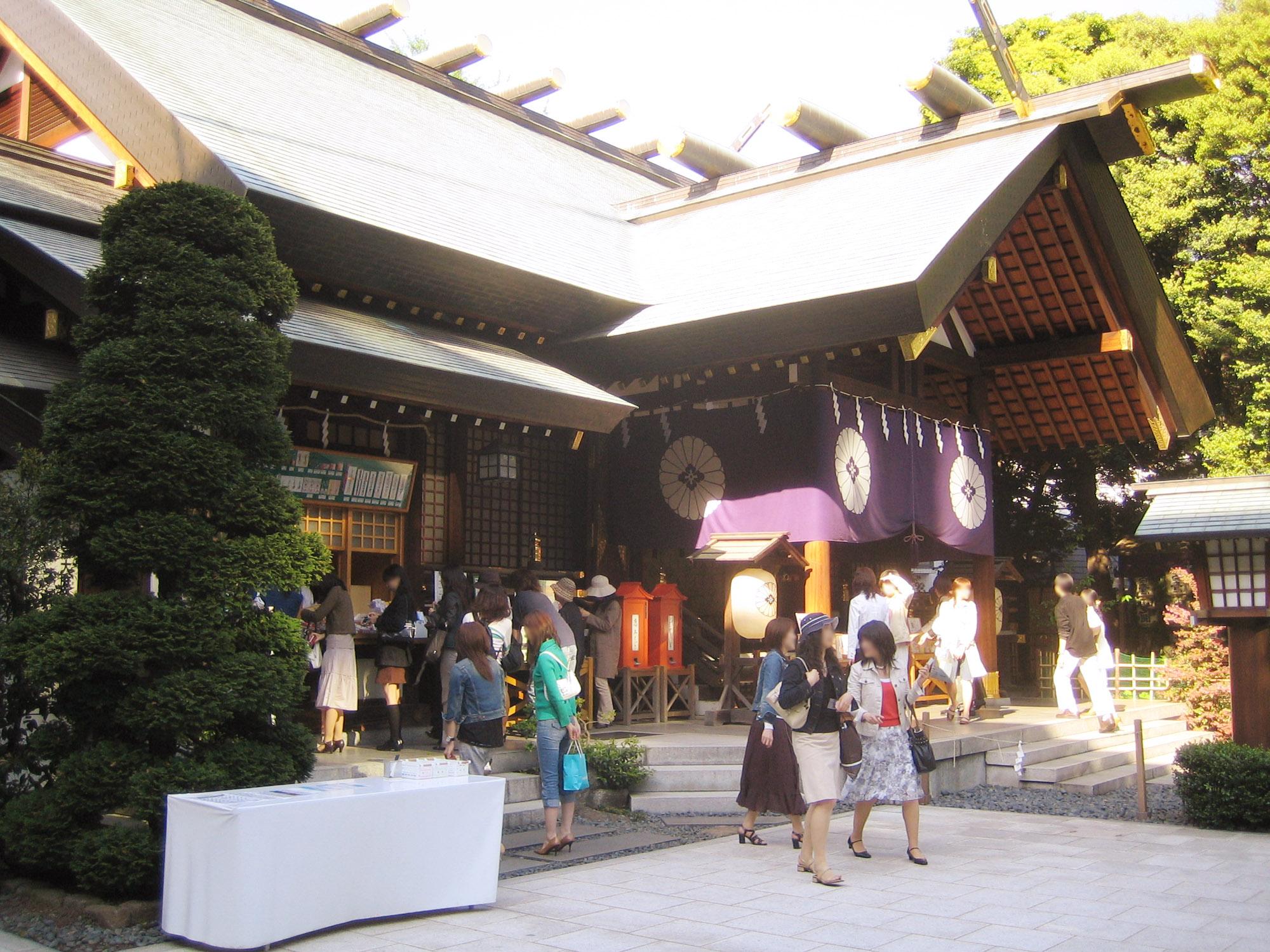 東京大神宮は日本初の神前結婚式が行われた神社!縁結びの効果抜群。