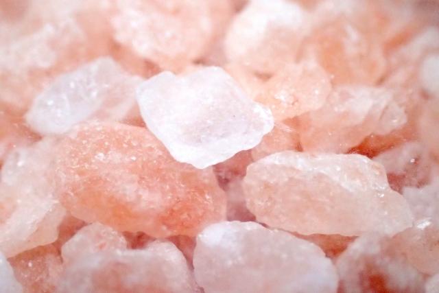 ピンク岩塩の効果。浄化と恋愛運アップ。塩まじないにも最適。