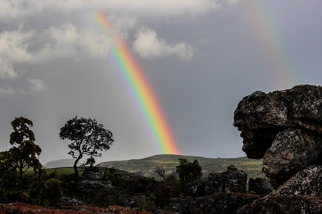 虹は幸福のサイン。特にムーンボウを見ると幸せが舞い込む。