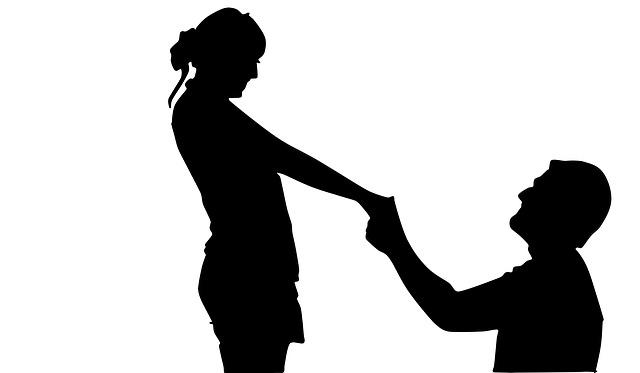 3月の誕生石アクアマリンで、とんとん拍子に結婚が決まる。